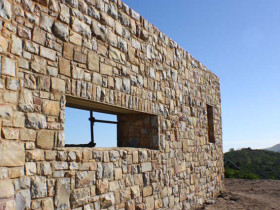 Brenton on Sea – Sandstone Cladding Wall
